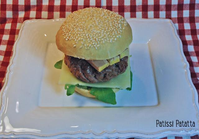 recette d'hamburger du sud ouest, recette de pain hamburger, magret et foie gras en hamburger, french burger