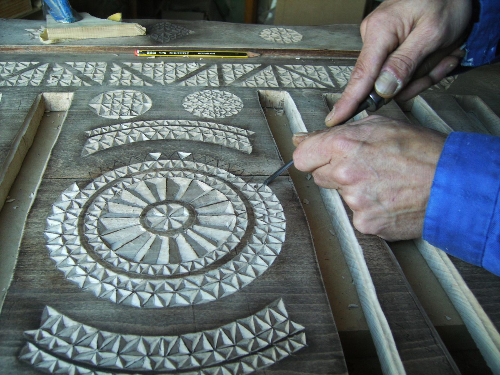 Cabecero cama de madera tallado