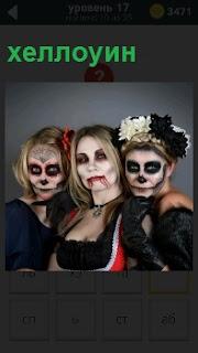 Разукрашенные три девушки для празднования хеллоуин в виде ведьм