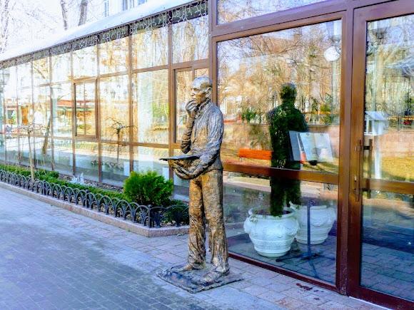 Одесса. Горсад. Скульптура Кисы Воробянинова. Ильф и Петров «Двеннадцать стульев»