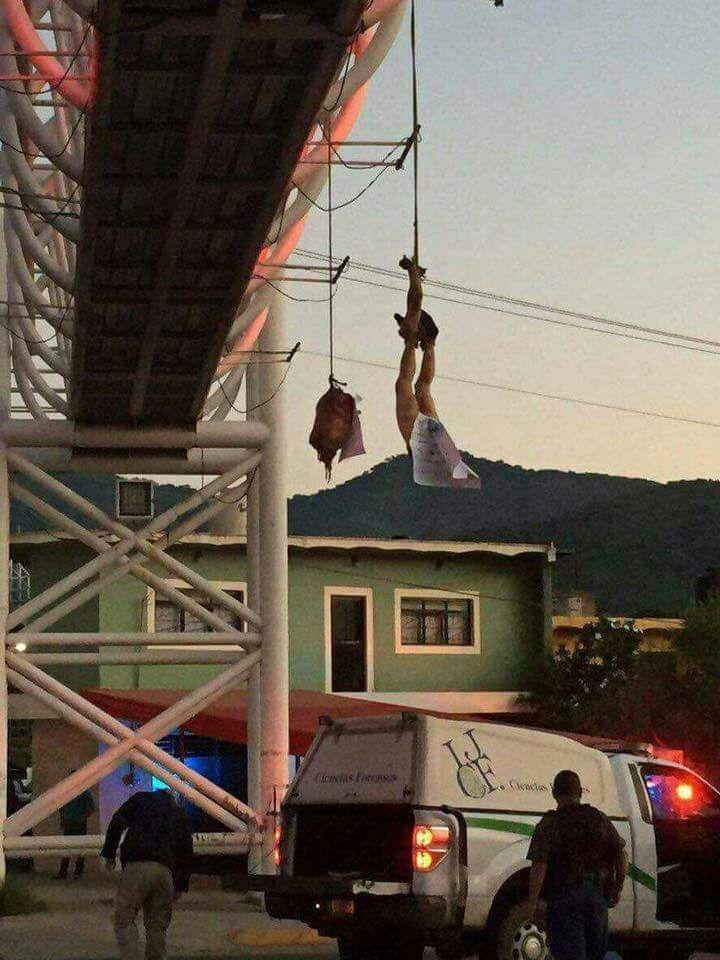Fotos, cuelgan descuartizado en Jalisco