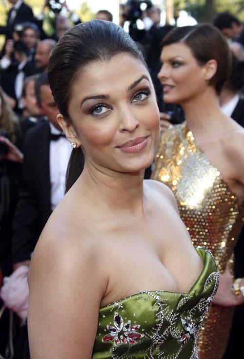 BollywoodHotScenephotos: aishwarya rai boob