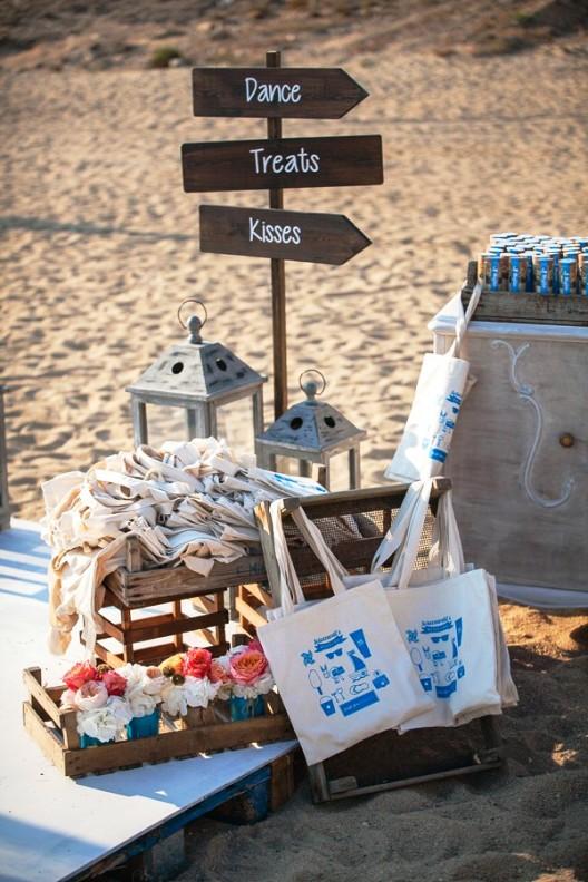 celebracion convite de boda en la playa de mykonos chicanddeco