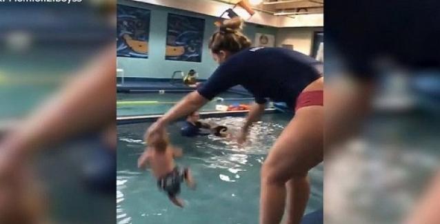 Σάλος από ορδές ηλίθιων με βίντεο που δείχνει εκπαιδεύτρια να πετά βρέφος σε πισίνα