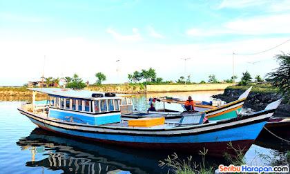 perahu kayu menuju sebira