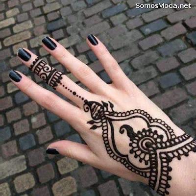 Tatuajes para mujeres en la mano