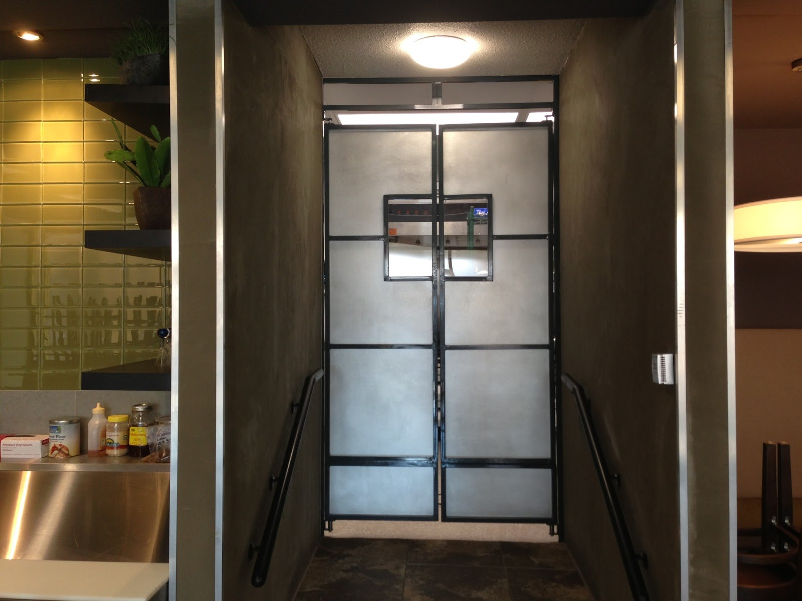 Restaurant Kitchen/Dining Swinging Entry Doors - Dezert ...