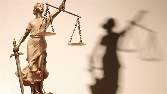 ما هى أهداف القانون ؟ وما هى علاقة القانون بالحق ؟
