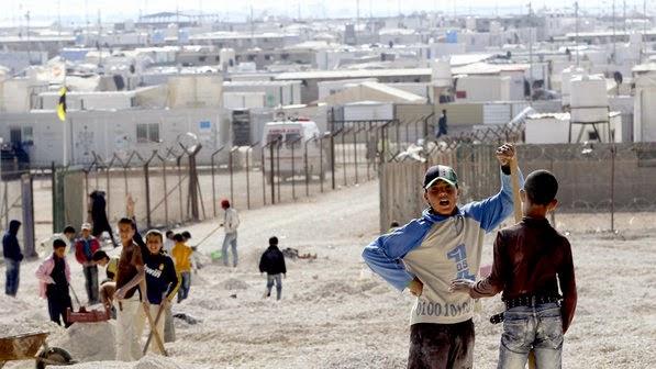 Campo de refugiados na Síria recebe serviço de entrega de pizza