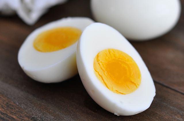 لن تتخيل ما هى أضرار صفار البيض على جسم الإنسان !! معلومات خطيرة عن صفار البيض
