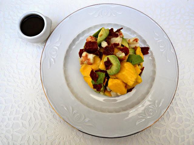 ensalada-mango-langostinos-salsa