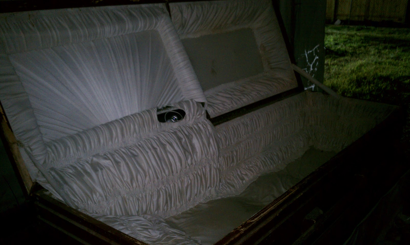 empty coffin - photo #13