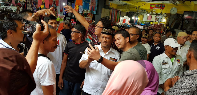 DBR Jadi Rebutan Selfie di Pasar Sentral Sengkang