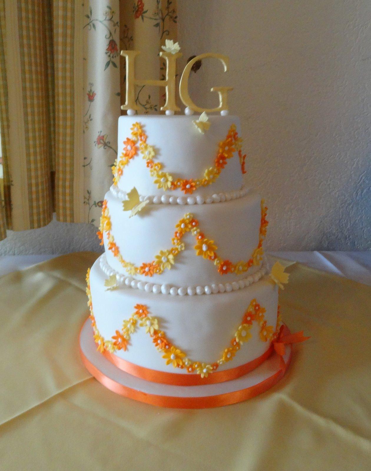Torten  Cupcakes by Sibl Hochzeitstorte in OrangeGelb