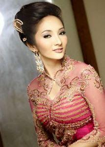 Model Kebaya Muslim Modern Terbaru untuk lamaran Elegan