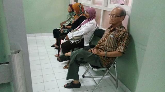 Kesederhanaan Buya Syafii Menunggu Antrian di Rumah Sakit