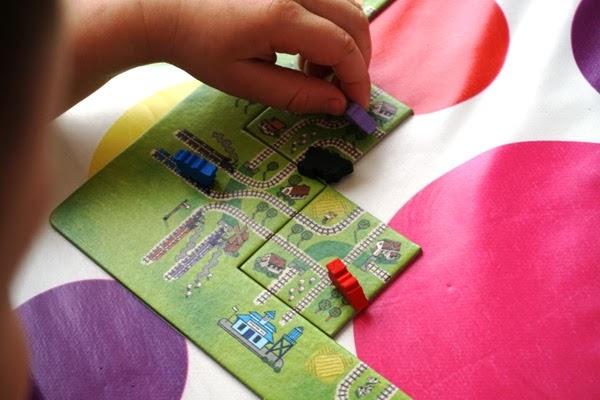 Gra pociągi, dla przedszkolaków, nasza księgarnia, sposób na nudę, gra labirynt