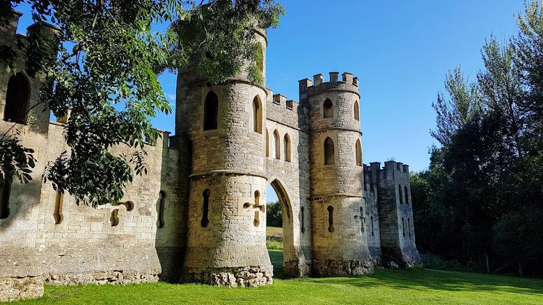 只有一面牆的假城堡