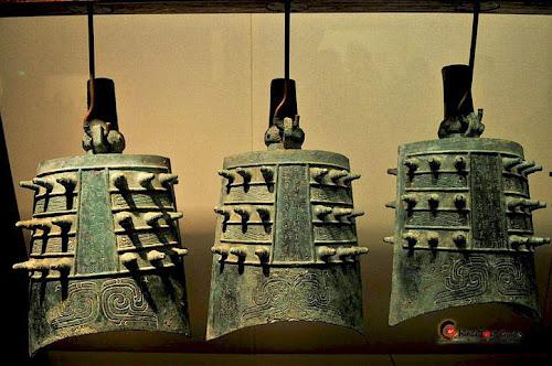 Antigos sinos chineses expostos no Museu de História de Shanxi, na China