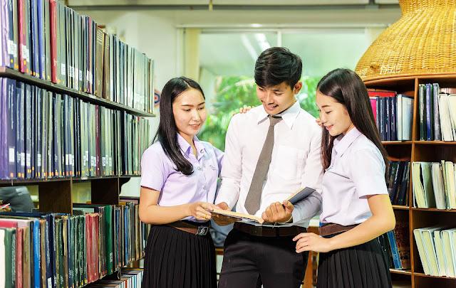 Contoh Essay Bahasa Inggris Mengenai Alasan Seseorang Menempuh Pendidikan di Universitas