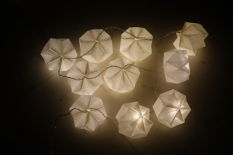 Christmas inspiration ideas decoration HEMA LED lights warm white paper balls origami