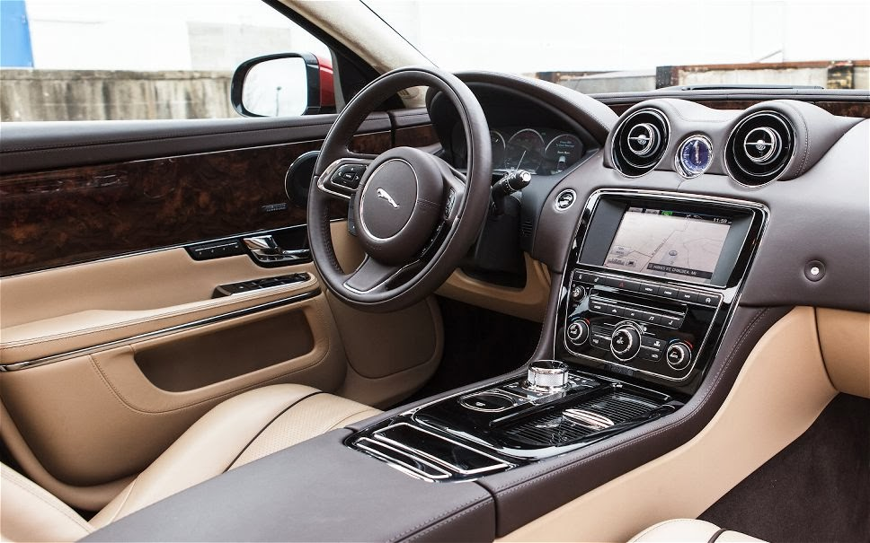 Jaguar el mejor dise ador de interiores de coches 2013 for Disenador de interiores