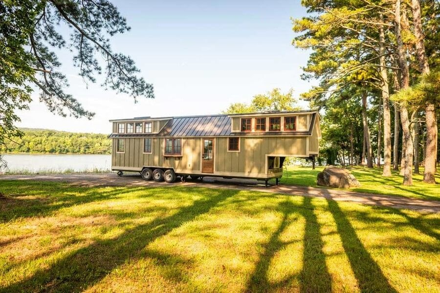 09-External-View-Timbercraft-Architecture-in-Mobile-Tiny-House-www-designstack-co
