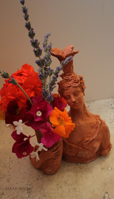 lady, plumes, basket, sarah, myers, art, arte, artist, terracotta, sculpture, vase, escultura, skulptur, flowers, bouquet, arrangement, beautiful, feathers, woman, figurative, decor, decorative, contemporary, modern, red, earthenware, clay, face, eyes, cornucopia, lavender, nasturtiums, jasmine, bougainvillea, spring, printemps, primavera, handmade, bright