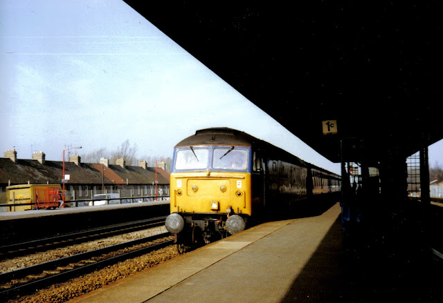 An unidentified Class 47 diesel locomotive in Network South East livery enters Oxford railway station in the late 1980's