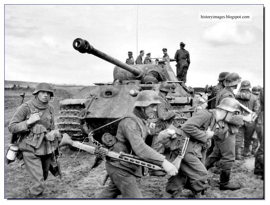 HISTORY IN IMAGES Pictures Of War History  WW2 Downfall
