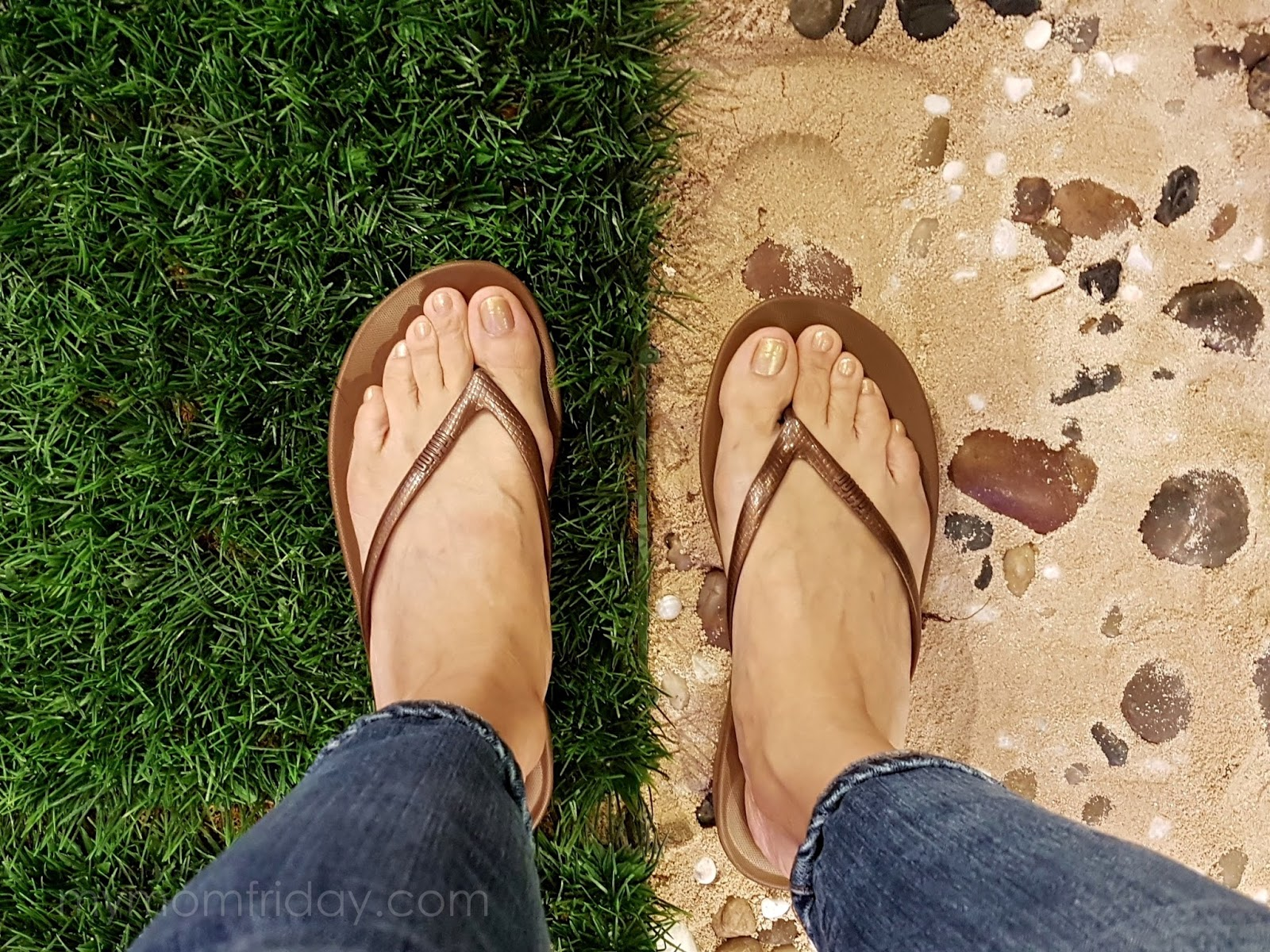 7d90a5a91 My mom friday its iqushion ergonomic flip flops jpg 1600x1200 Fitflop shoes  foot