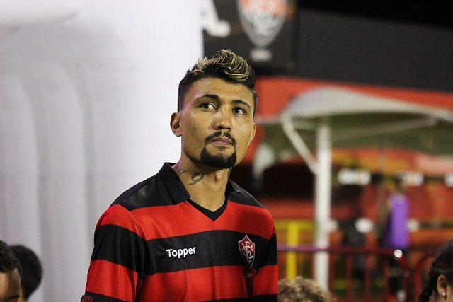 Próximo de ser anunciando pelo Botafogo, Kieza já procura casa no Rio 1