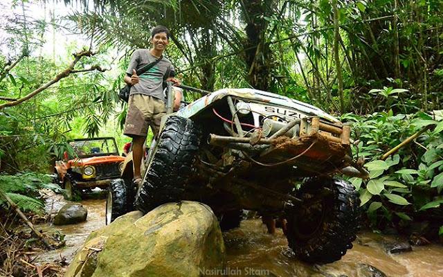 Foto dulu di trek offroad Desa Wisata Nglinggo