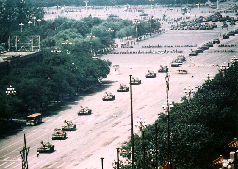 tank-man-tiananmen-square-uncropped-bigg