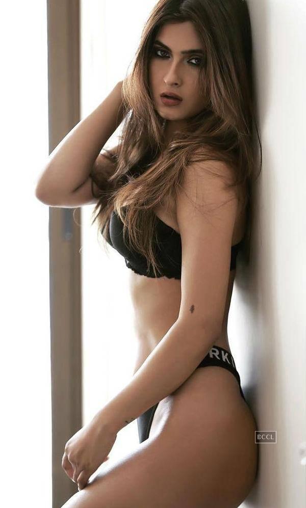 Karishma Sharma Bikini Pics (5)