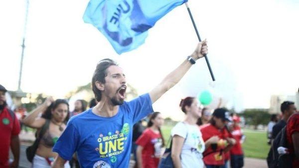 Universidades de Brasil convocan huelga general ante ajuste