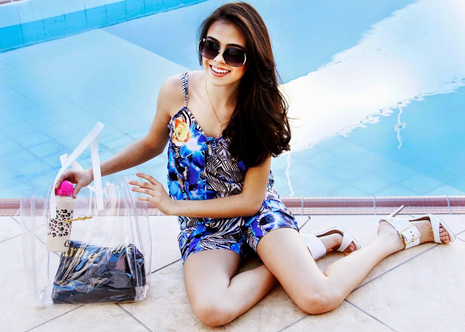 f7a5af83d (Look Carmen Steffens, a composição de macaquinho nos tons de azul com uma  print linda, e uma maravilhosa bolsa de praia que vem acompanhado toalha de  banho ...