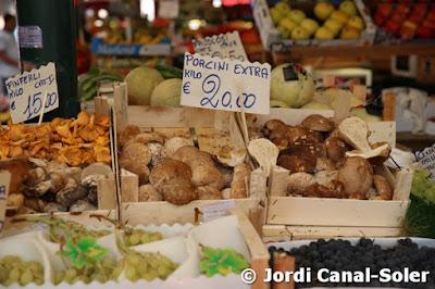 Setas en el Mercado de Rialto de Venecia