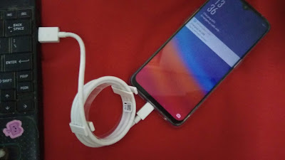 Waktu untuk nge-charge baterai smartphone nggak butuh waktu lama. Begitupun saat terkoneksi dengan laptop Ditinggal sebentar sudah terisi banyak saja. (dok.windhu)