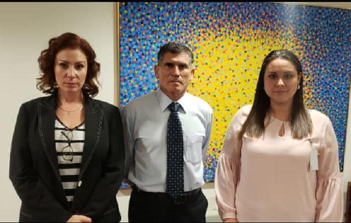Anelín Suárez junto a la diputada Carla Zambelli y el ministro de la Secretaria de Gobierno, Santos Cruz / FACEBOOK