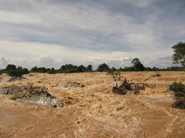 Les rapides de Liphi  Don Khone, Siphan Don, Laos. Photographie par  Hoang Duong Thien