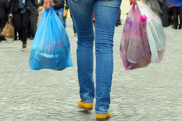 Οι Έλληνες πρώτοι στην κατανάλωση πλαστικής σακούλας