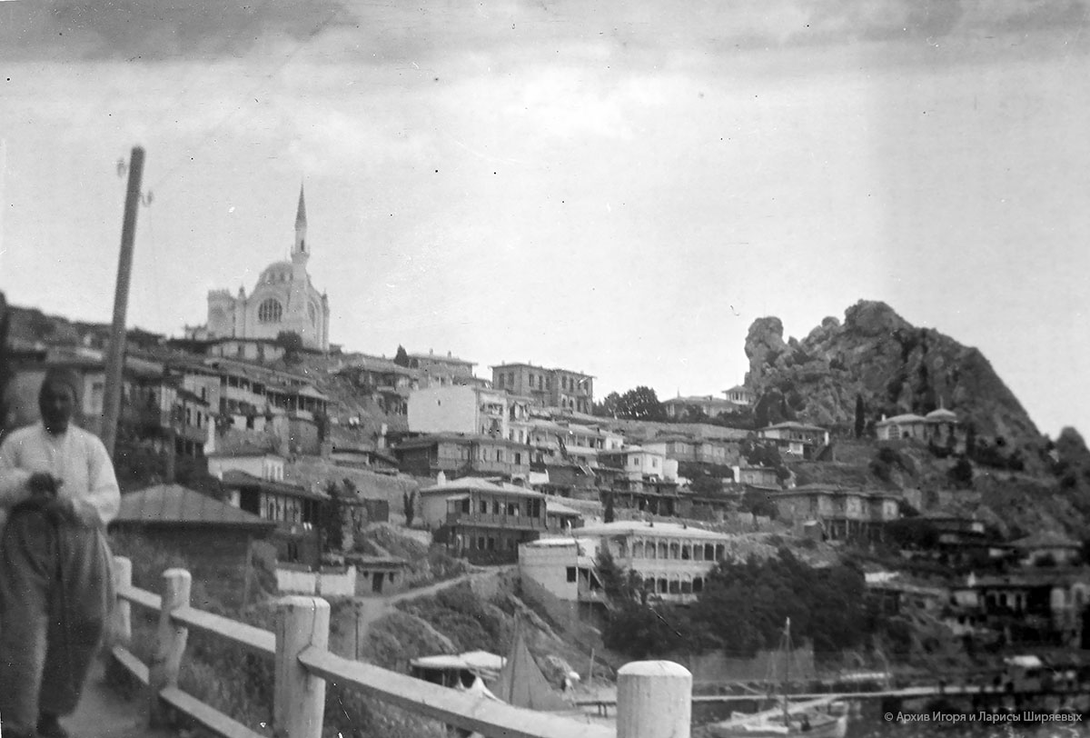 Старое фото Крыма. Крымскотатарский поселок