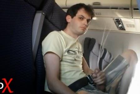 Punheteiro Sujando o Avião de Porra