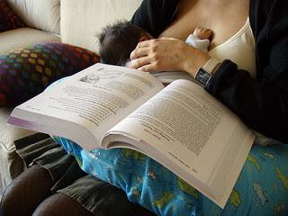 Image: Pecho y lectura. Photo Credit: Daniel Lobo (Daquella manera)