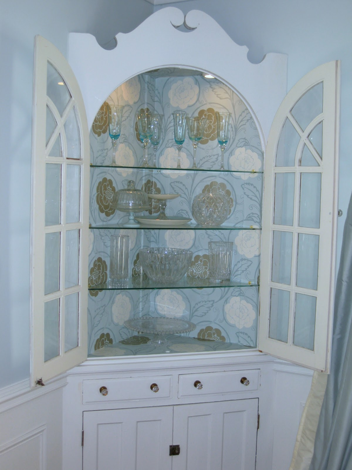 Built in Dining Room Corner China Cabinets