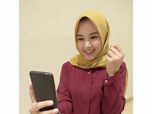 Selfie Moment Beautiful Hijaber