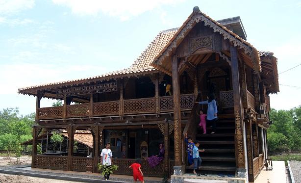 Rumah Adat Suku Komering Ogan Komring Ulu Sumatera Selatan Theindonesiaadventure Com
