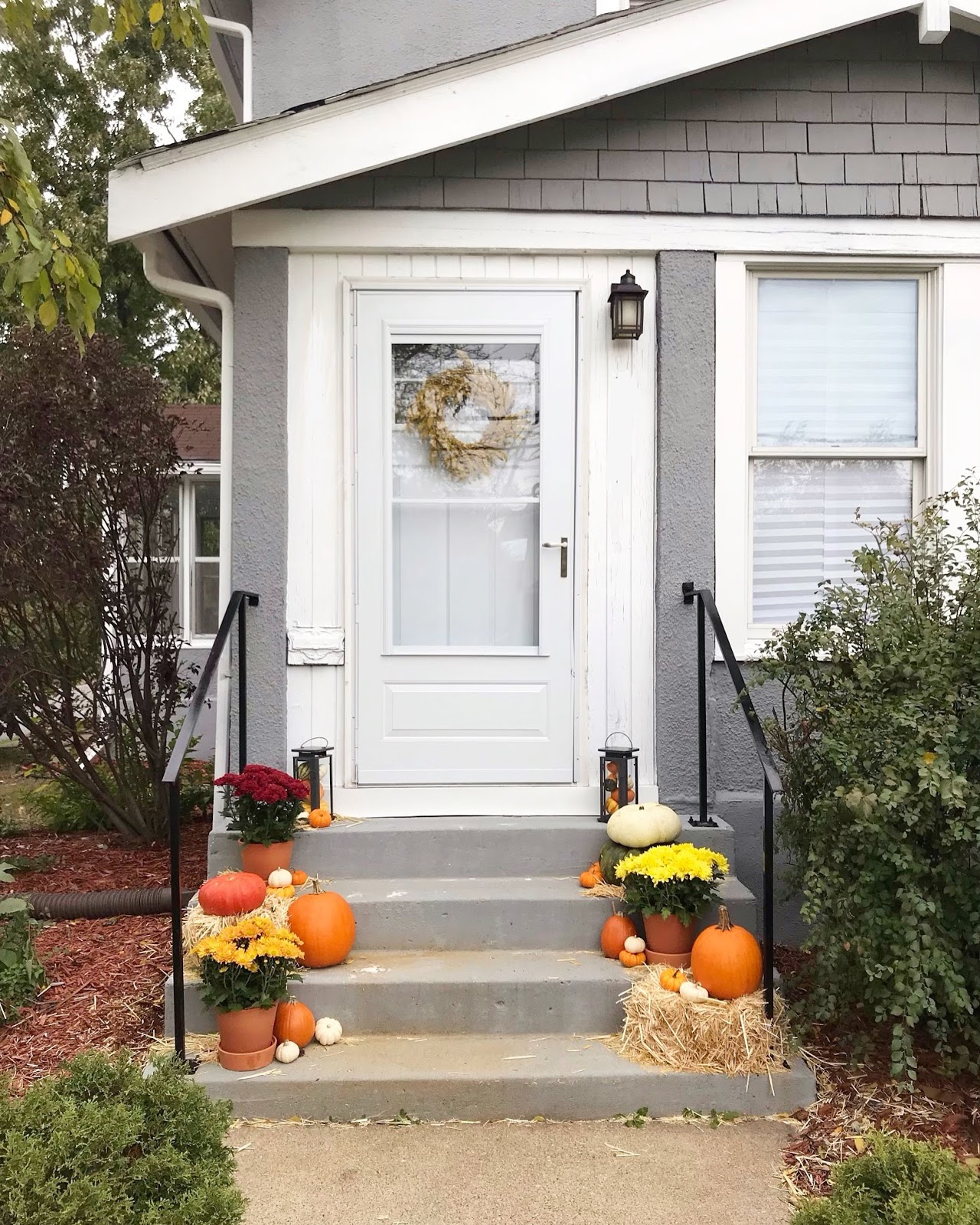 fall-front-step-decor
