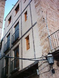 Beceite, Beseit, pueblo, casco urbano, fachadas, detalles 2